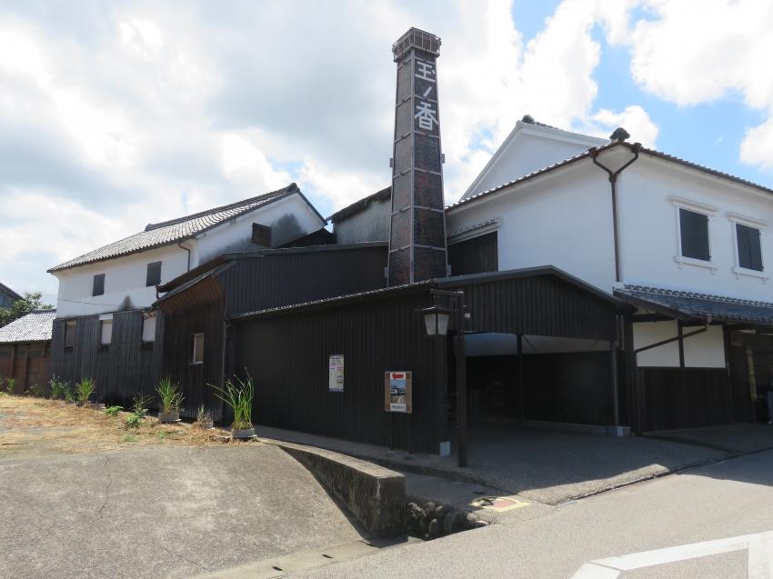 「玉ノ香」が目印の飯盛酒造の横にある細い道を少し歩くと到着します。