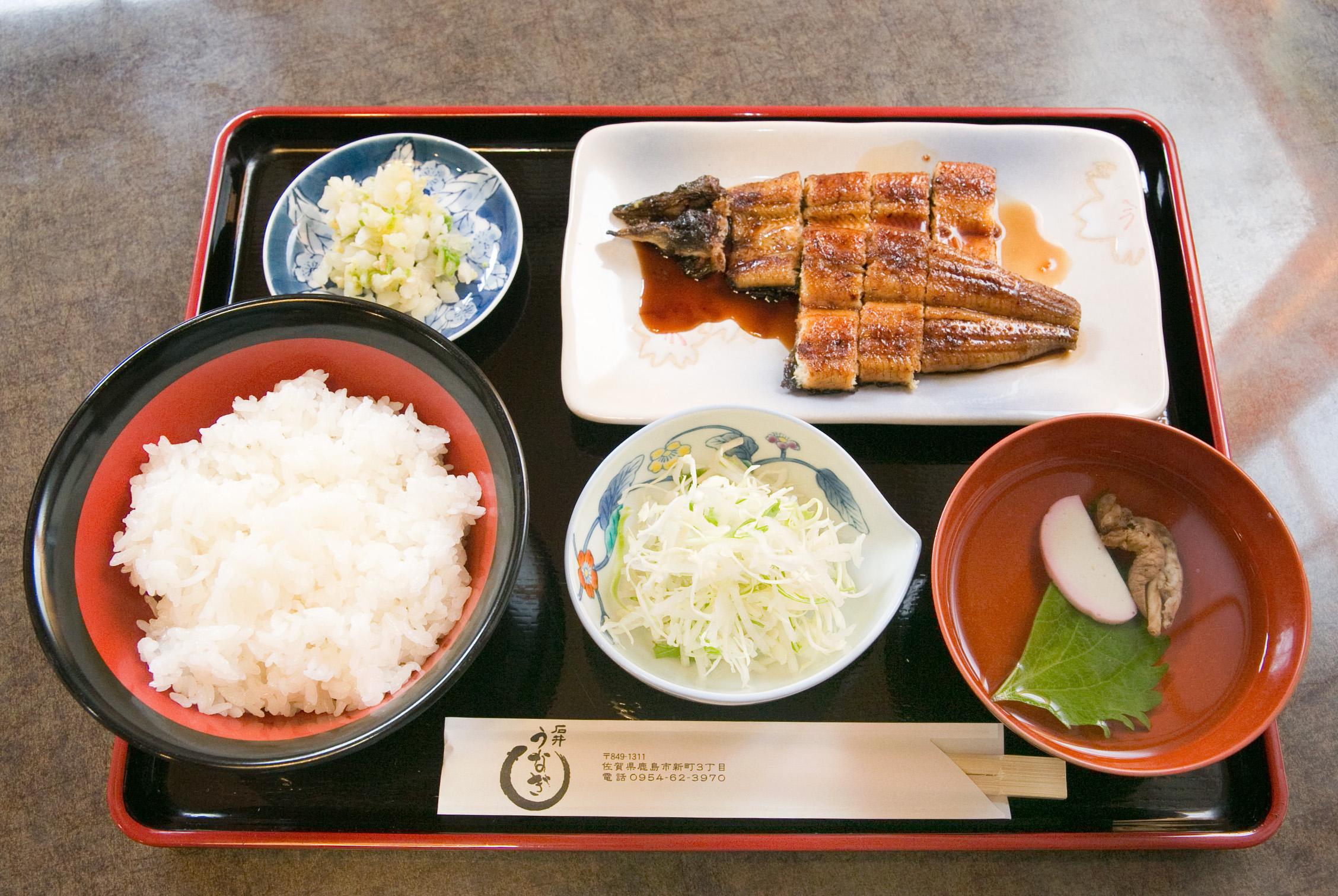 味にコクがあり、サッパリとした九州産のうなぎ。うなぎの肝が入ったお吸物も魅力の一品です。