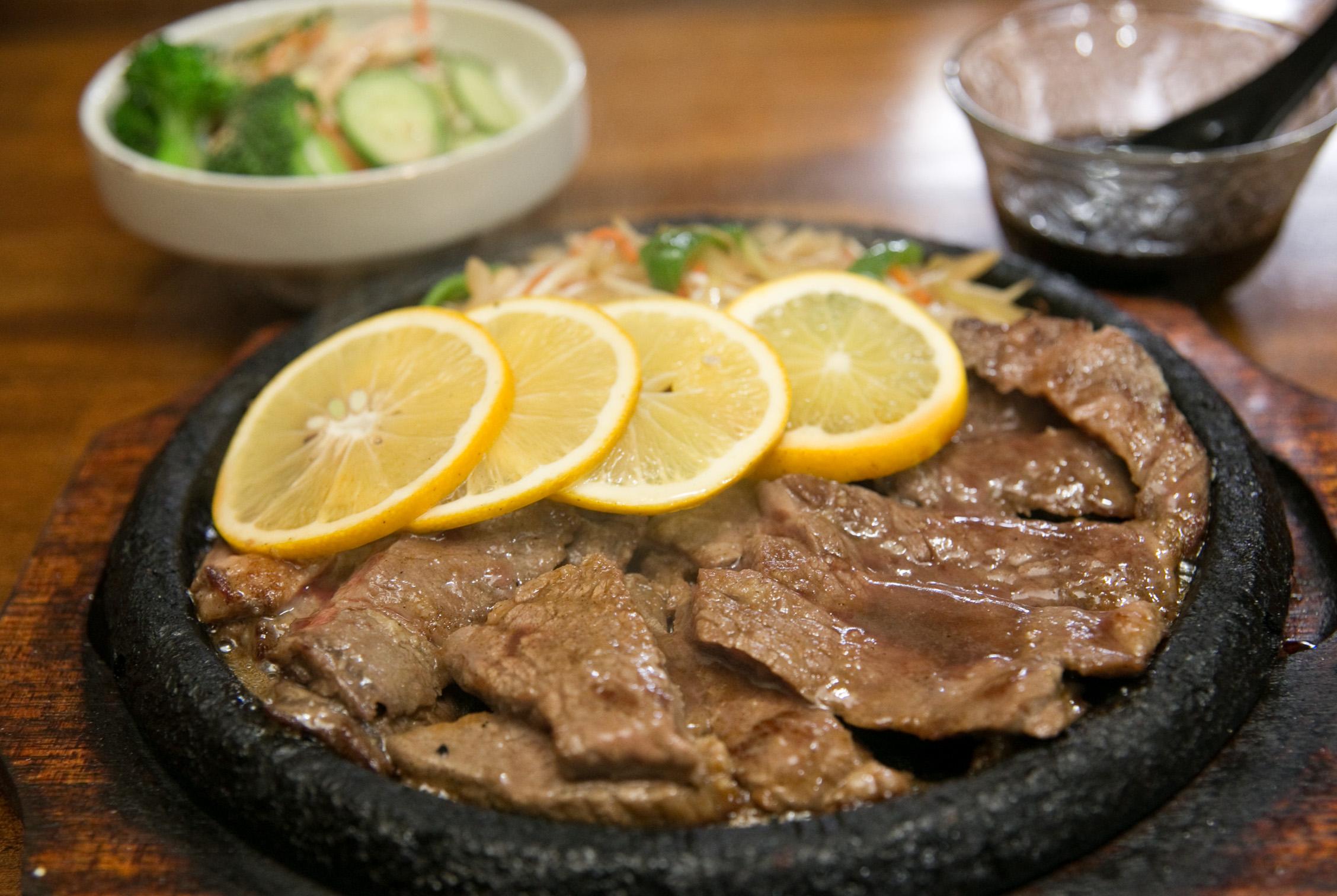 レモン味のさっぱりしたステーキです。女性や子供さんにも人気の商品です。