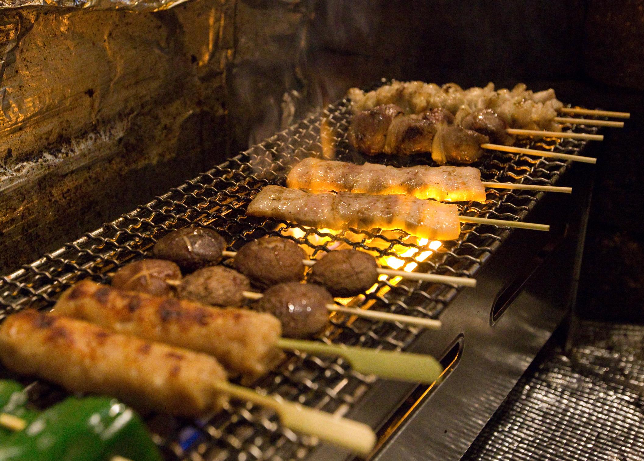 オススメの焼鳥や牛タンにはこだわり、新鮮な国産の肉を使用しております。