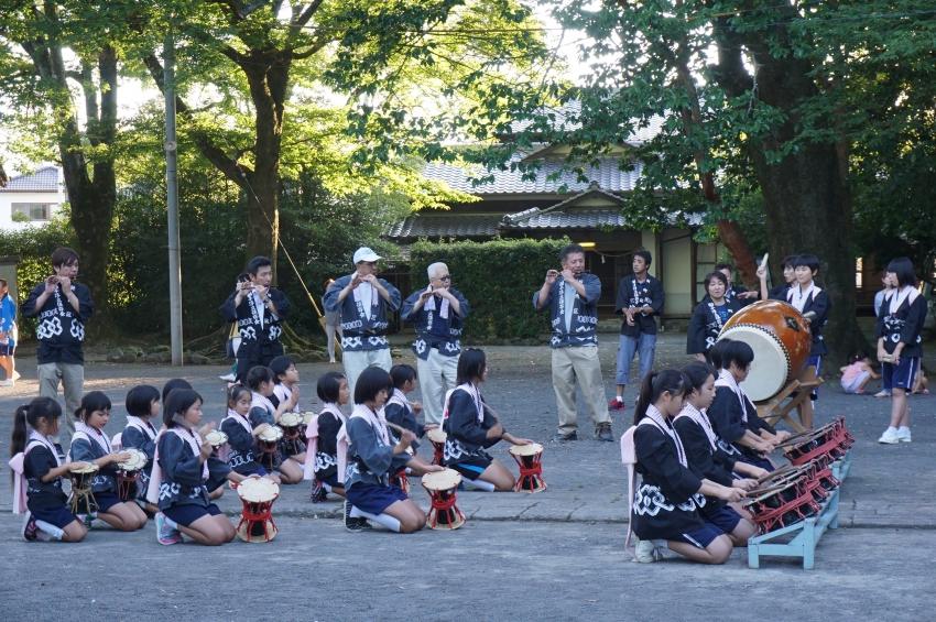 小中学生による和太鼓の演奏