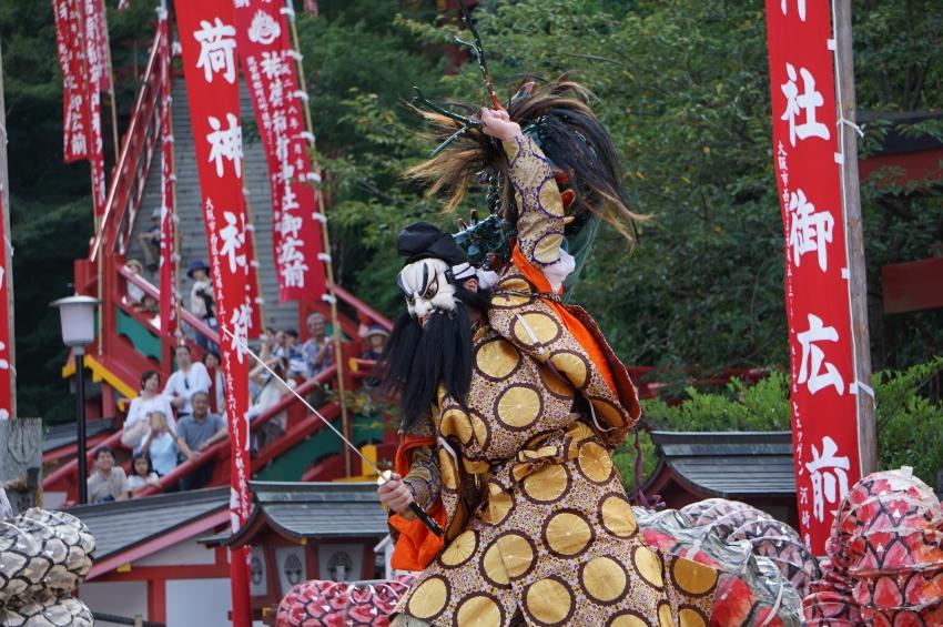 石見神楽でヤマタノオロチと戦う須佐之男命