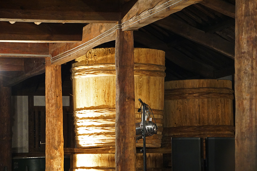 昔使っていた巨大な漬物樽