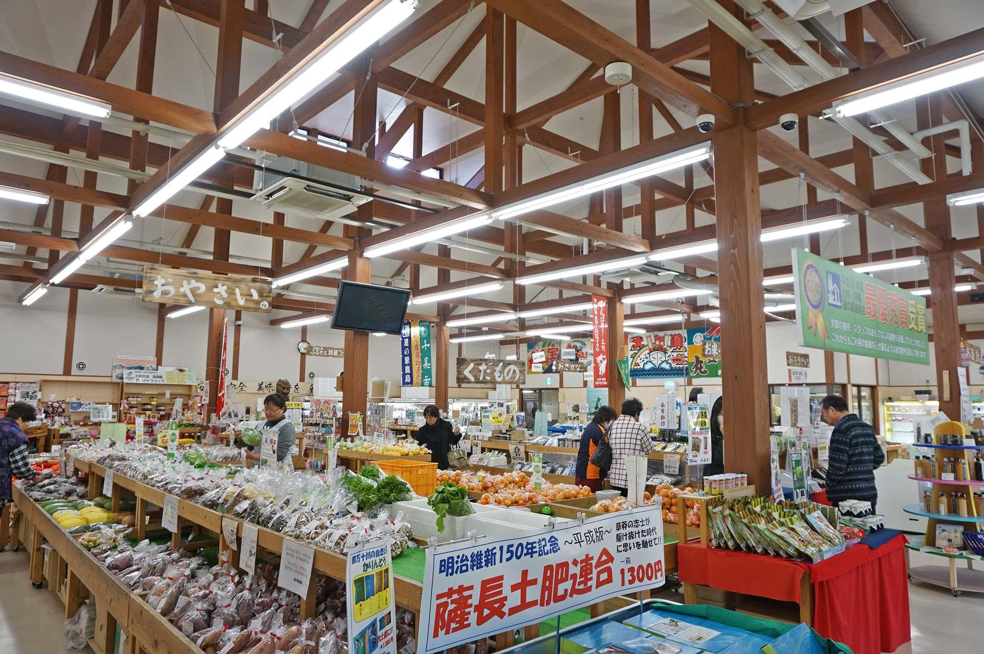 千菜市では鹿島市の特産品や有明海の食材が揃う