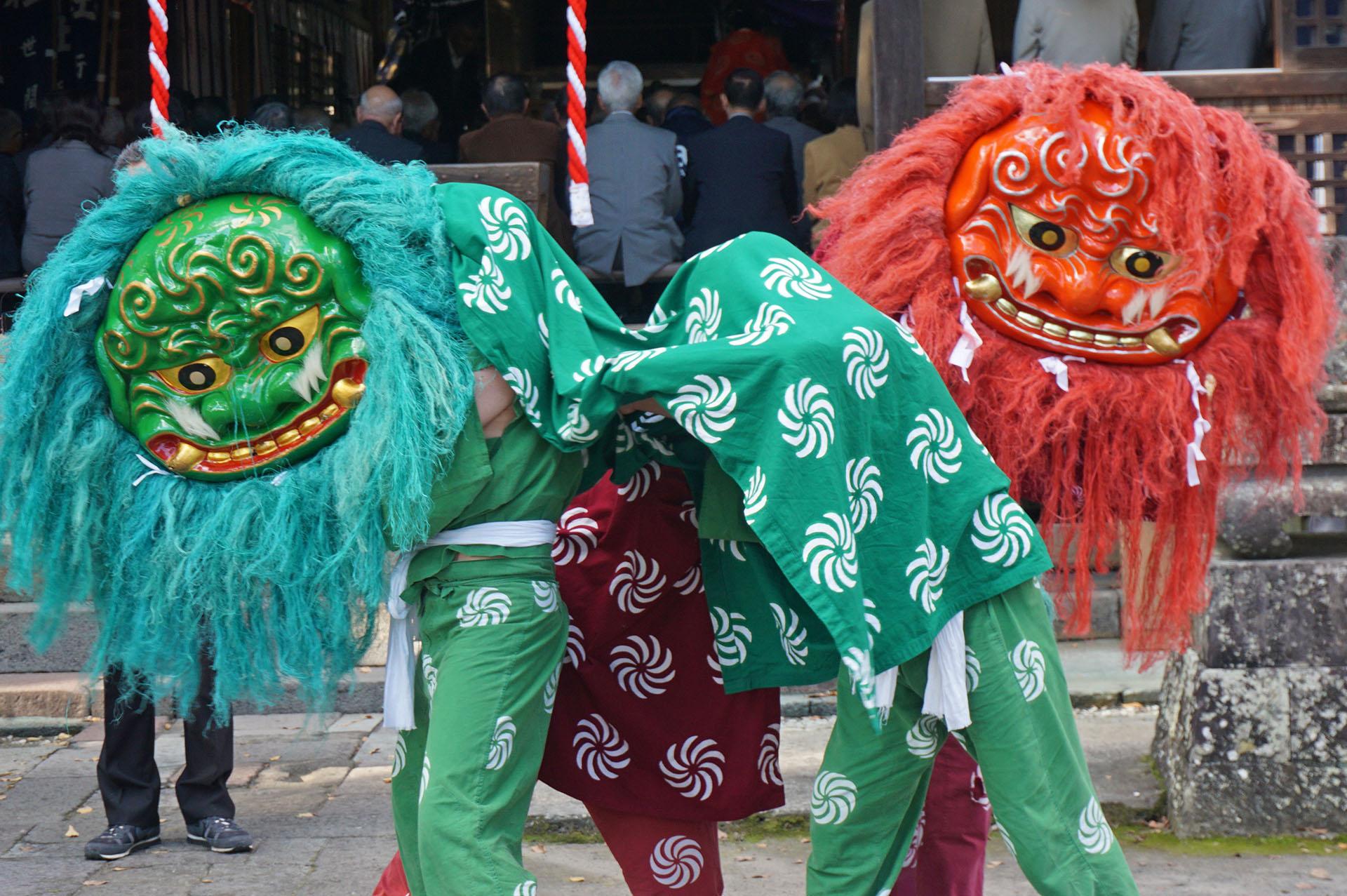 琴路神社秋祭りの獅子舞