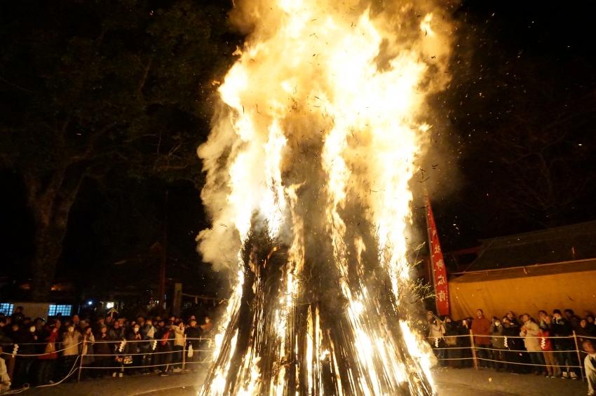 圧倒的迫力のお火たきの火柱