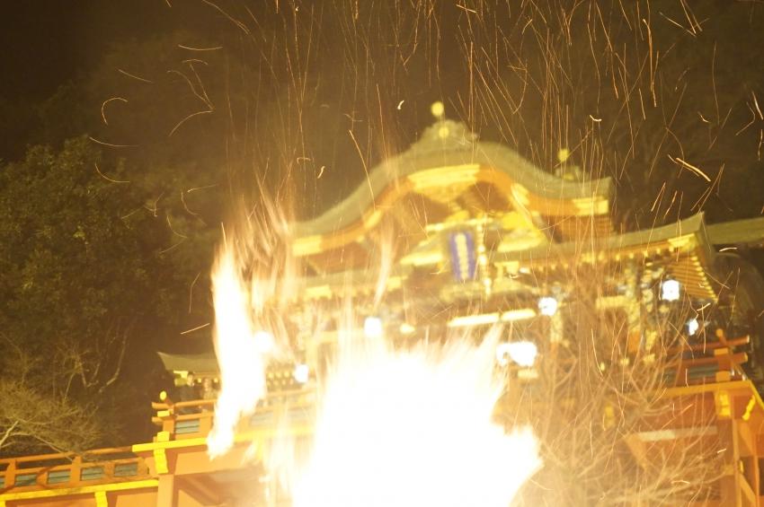 お火たきの火の粉