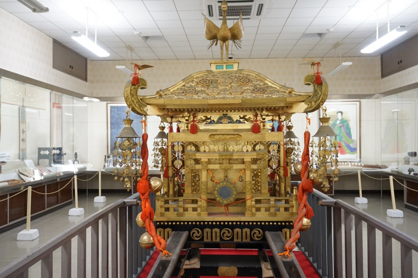 mikoshi (portable shrine) used at the Shinko Festival