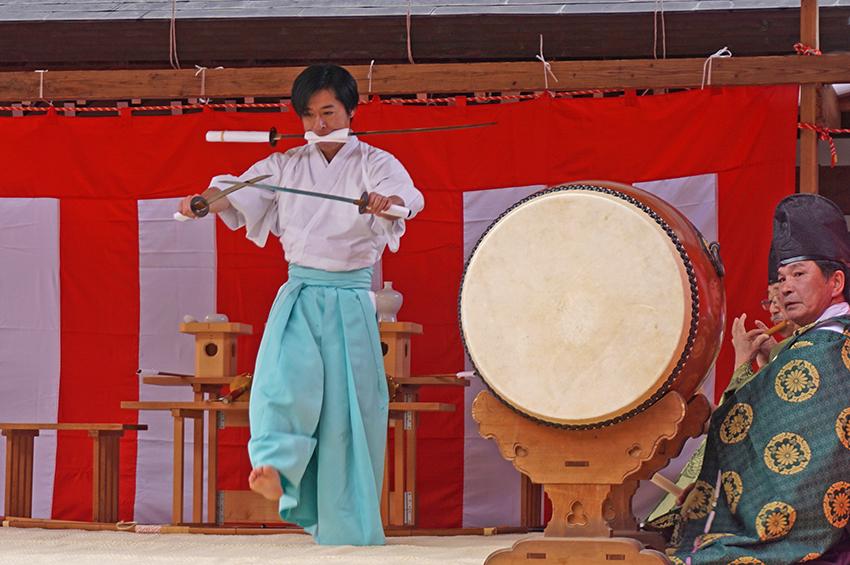 平戸神楽の二剣