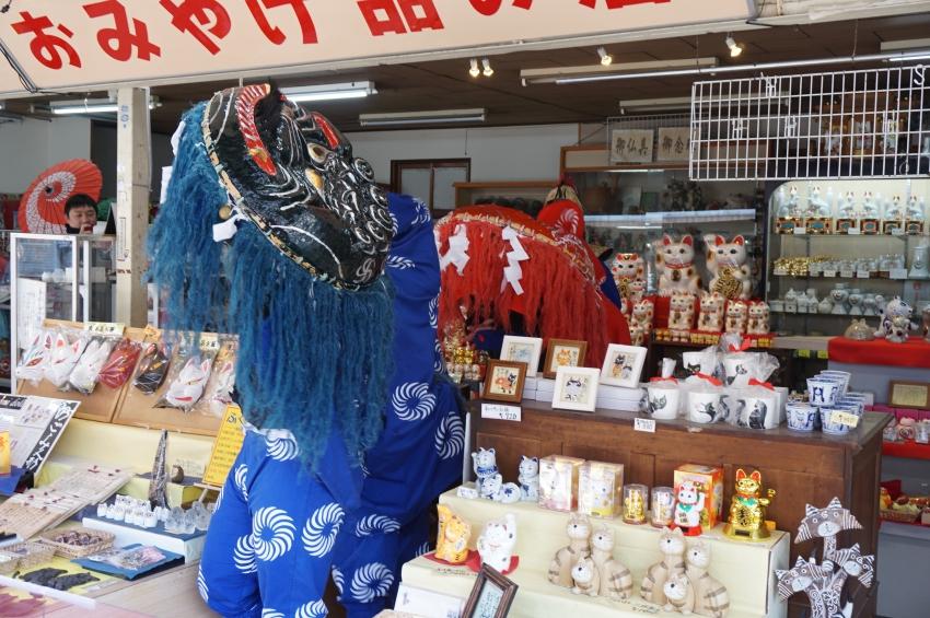 獅子舞の門前商店街における道行