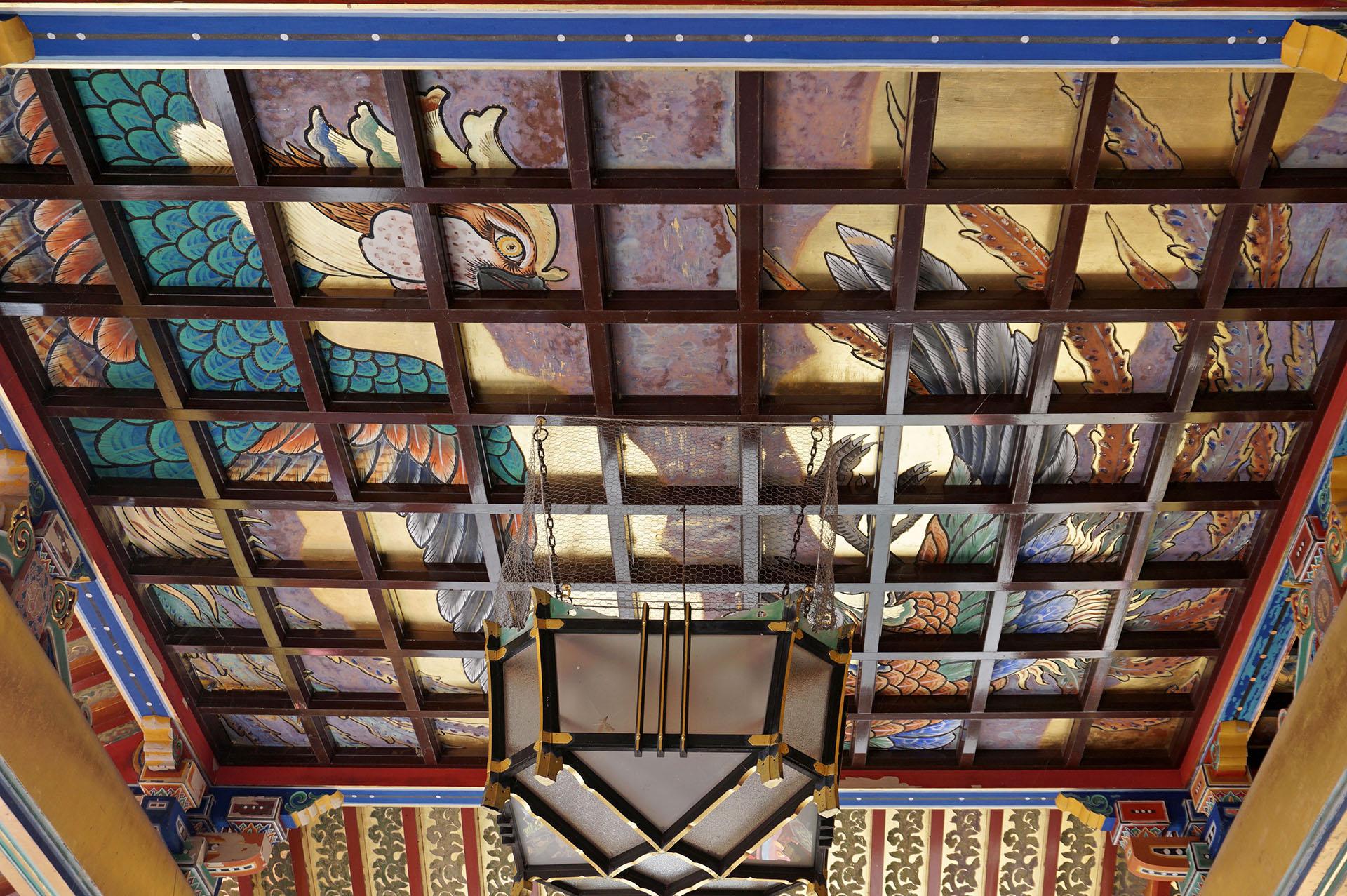 祐徳稲荷神社の社殿の彫刻や天井の絵