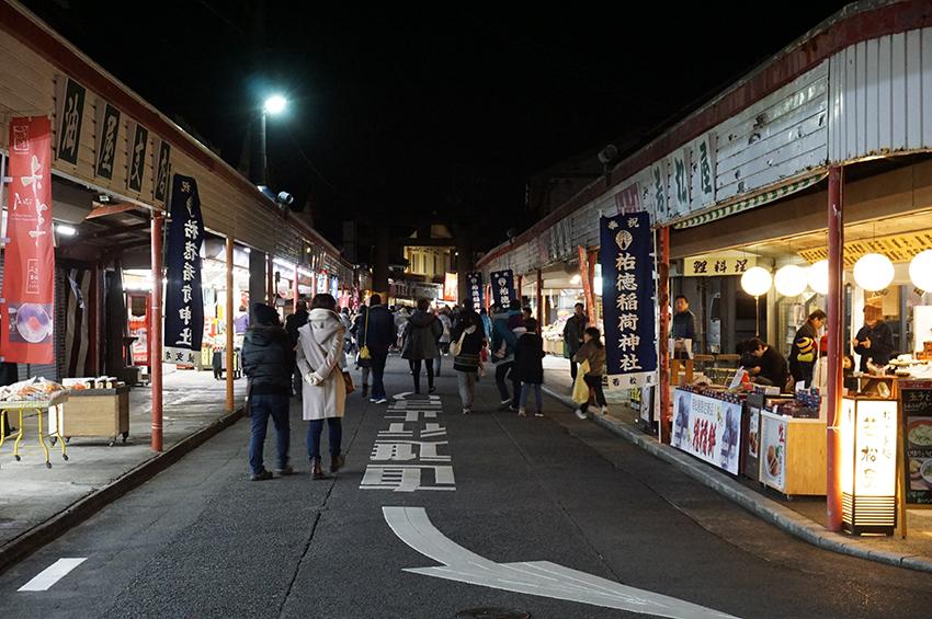 夜の祐徳門前商店街
