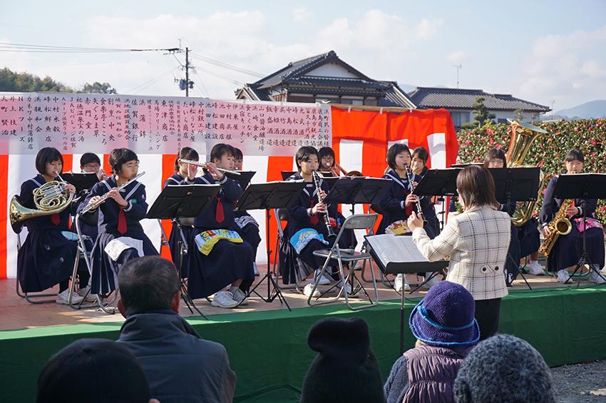 東部中学校吹奏楽部の演奏