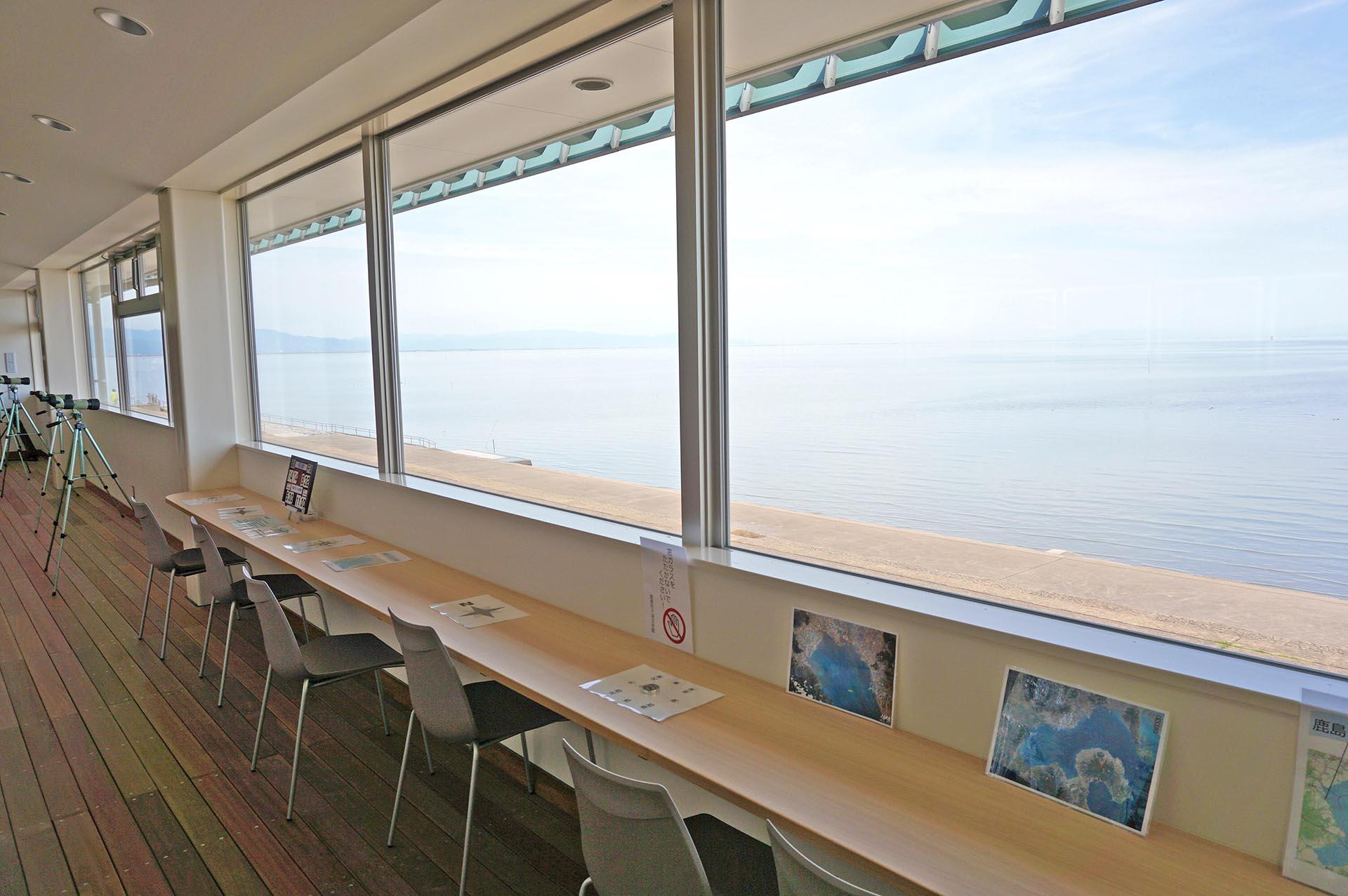 干潟交流館の有明海の観察スペース